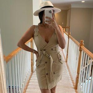 Adorable beige cargo dress